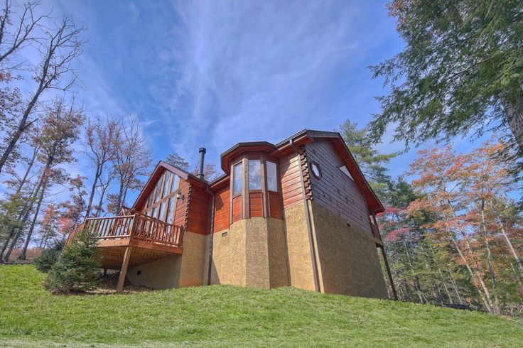 Escape to your private 2 bedroom luxury cabin in Wears Valley with Pool Table, Hot Tub, Foosball, WIFI