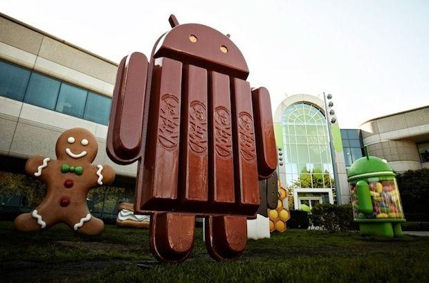 Android : La version 4.4 est baptisée « KitKat » | PixelsTrade Blog KitKat, le nom de la fameuse barre chocolatée de Nestlé, a été choisi par Google comme nom de la nouvelle mise à jour des Smartphones Android. En effet, la version 4.4 portera le nom KitKat selon les déclarations de Sundar Pichai, le directeur de la division Android auprès de la firme de Mountain View.