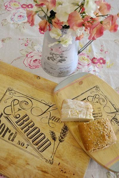 Beautifully unique Afrikaans Vintage Bread board transfer