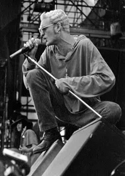 Layne Staley and Mike Inez on stage