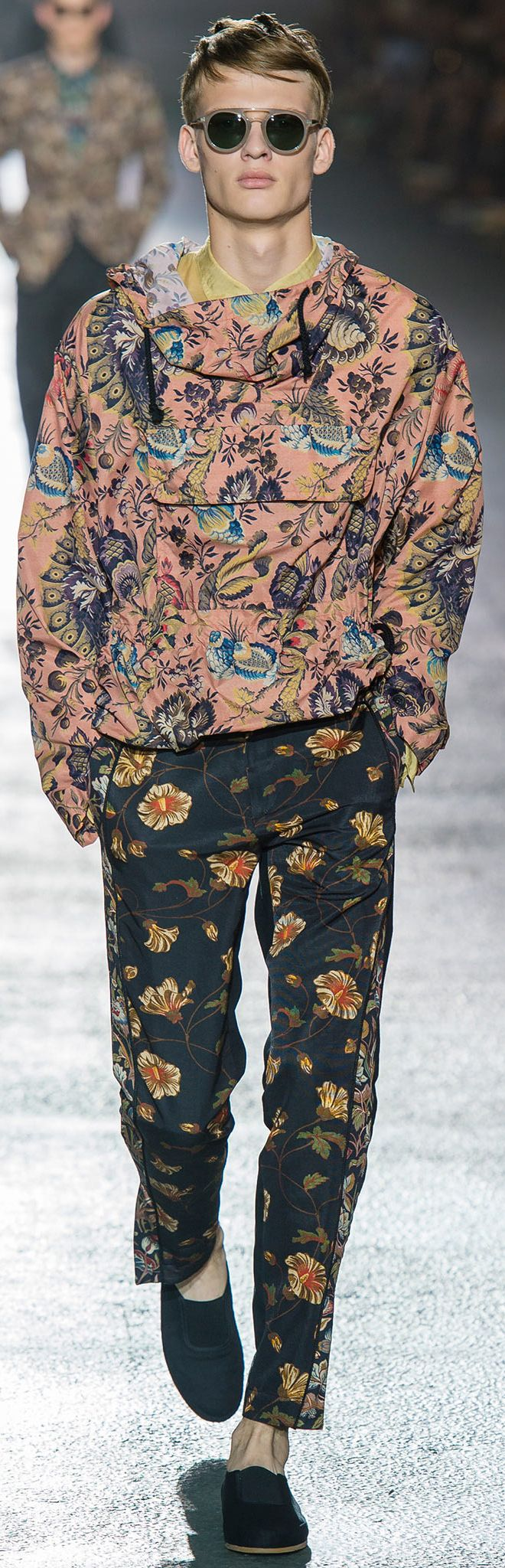 Floral prints for men Dries Van Noten - Spring 2014 Kuddos to the guy who will wear this! Love it!