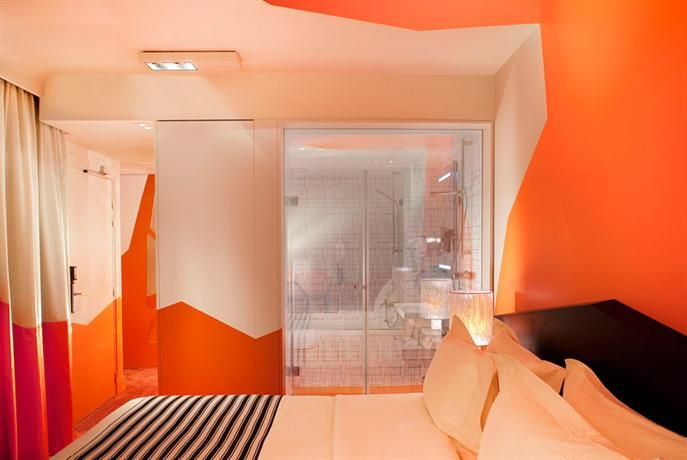 #Hotels - #Cristal Champs #Elysees. Paris's popular #tourist spots are within close proximity to #Hotel #Cristal #Champs #Elysees #Paris, with Rue du Faubourg Saint-Honore only a brief stroll away. George V Metro Station is right on the doorstep, connecting guests with the local area.