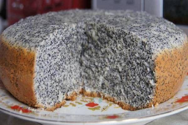 A süteményimádók kedvence különleges mákos sütemény, hiszen könnyen elkészíthető, és számtalan ízesítésben kavarhatjuk a könnyű, légies piskóta...