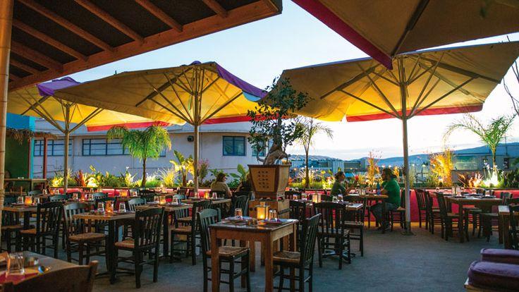 Πιάνουμε θέση σε μια υπέροχη downtown ταράτσα, ενώ στην κουζίνα η κ. Τικ και η κ. Βίλμα ενώνουν τις δυνάμεις τους με κοινό παρονομαστή την αρωματική κι αιθέρια Thai κουζίνα.