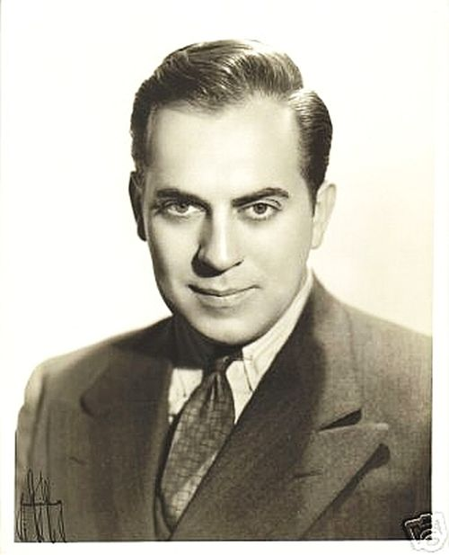 Thomas Gomez, Actor: Key Largo. After graduating from high school in 1923, Thomas Sabino Gomez answered a help wanted ad, which resulted in his joining the Alfred Lunt and Lynn Fontanne theater group. Prior to that time he had not considered acting as a career. He continued working as an actor with the Lunts, traveling across country and honing his acting skills. Eventually he began performing in New York's legitimate theater. ...