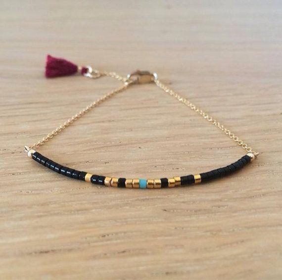 Petit bracelet fin doré avec des perles miyuki