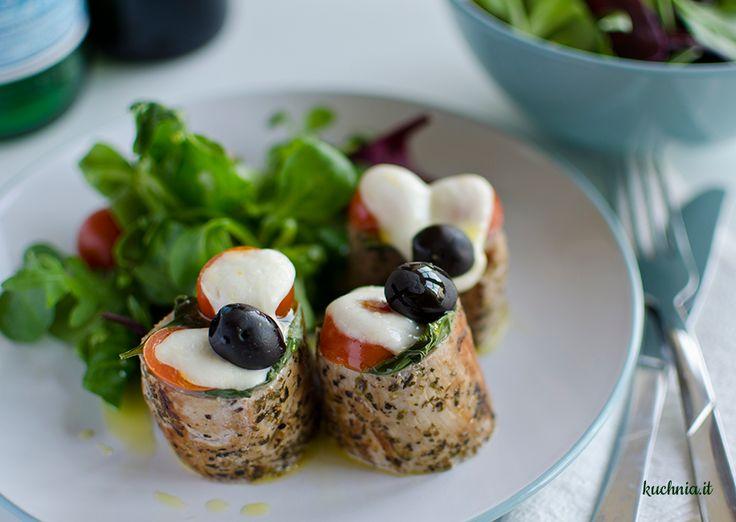 Polędwiczki z mozzarelą, pomidorem i czarnymi oliwkami