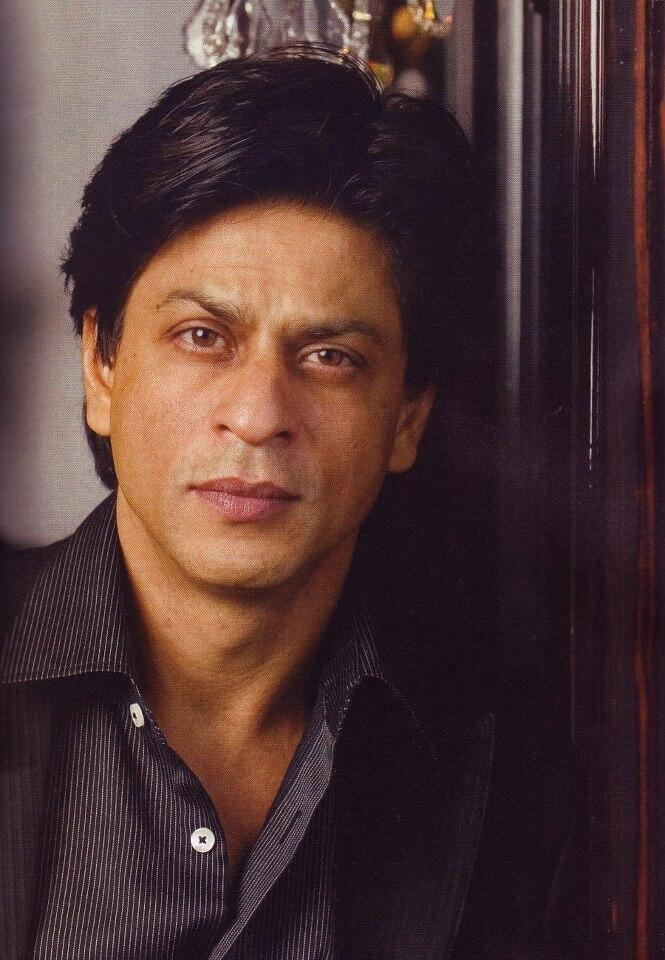 #BollywoodComeToRussia #RussianlovesIndia @Omg SRK #SRK pic.twitter.com/9mFn4uRN0S