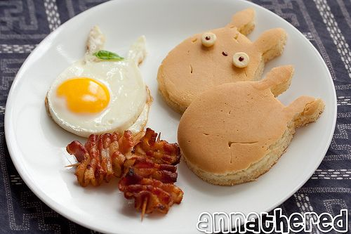 Totoro breakfast! And a great tip to use the shape to cut the pancake AFTER its cooked... why didn't I think of that?