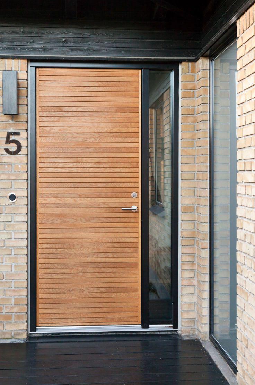 Another picture of Je-trae model Aros in light oak #vahledoor #jetrae #aros #frontdoor #exterior #door #woodworking #oak