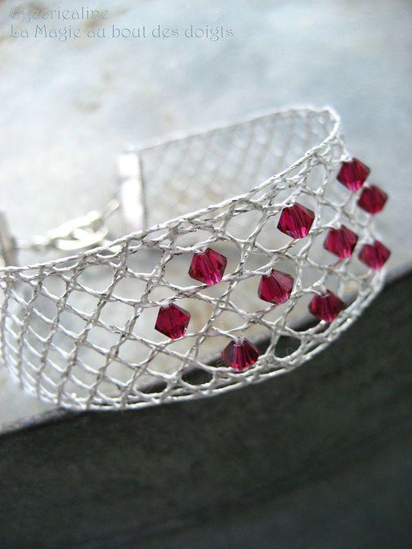 Bracelet en dentelle aux fuseaux