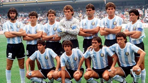 32 años después, los campeones del '86 buscarán romper el maleficio que pesa sobre la Selección  Algunos futbolistas que participaron en el Mundial de México cumplirán con la promesa de volver y agradecerle a la Virgen de Copacabana del abra de Punta Corral VER MAS