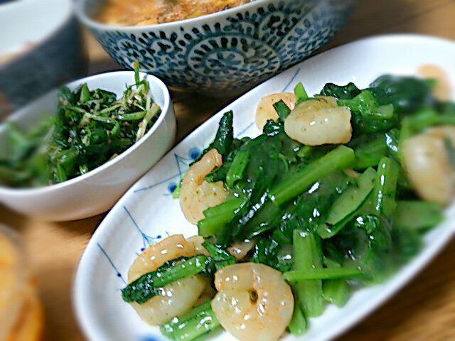 今日はおじいちゃん丹精の野菜と冷蔵庫在庫をガッツリいきましょ~な中華シリーズ。ネギは麻婆豆腐、大根はさつま揚げと煮て、レタスは牛肉とオイスターソースで。さらに実家から到来の五目寿司、タケノコ煮など、気づいたら品数豊富。 - 11件のもぐもぐ - 海老と小松菜の中華炒め by mamaru
