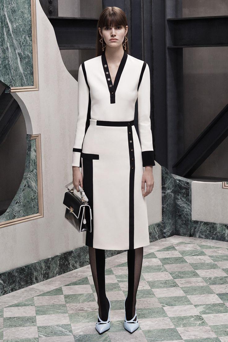Balenciaga - Pre-Fall 2015 - Look 17 of 30?url=http://www.style.com/slideshows/fashion-shows/pre-fall-2015/balenciaga/collection/17