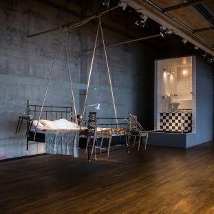 Uppvaknandet, badrummet och Sänggåendet 2014 av Meta Isæus-Berlin. Ingår i utställningen I ♥ IT! WHAT IS IT? Vernissage 4 oktober 2014 i Galleri 5, Kulturhuset Stadsteatern