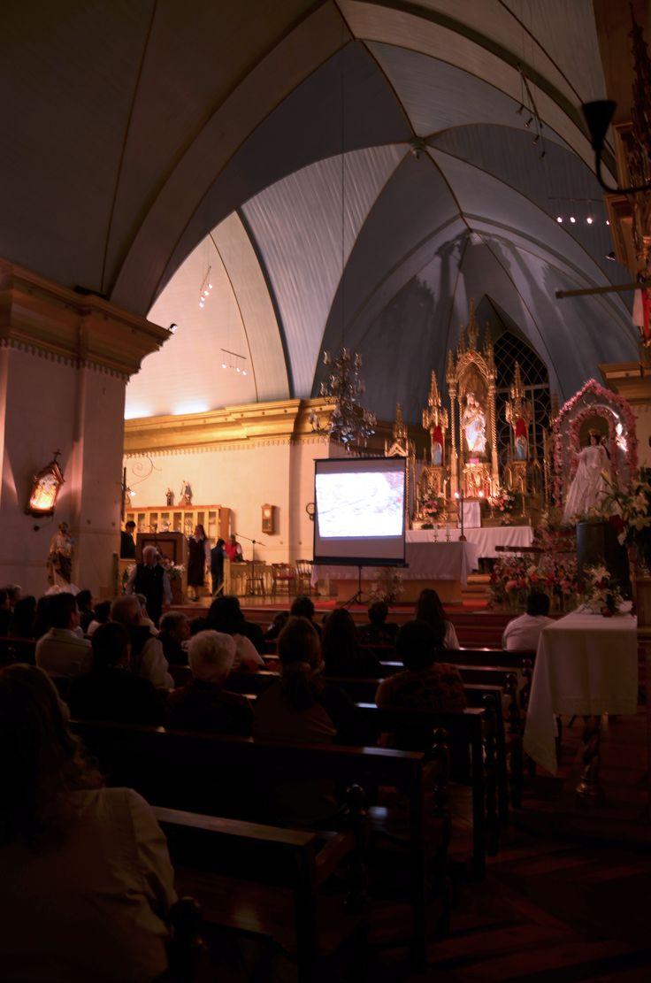 Interior de la Iglesia de Pisco Elqui. Durante el estreno del documental del Museo G. Mistral.