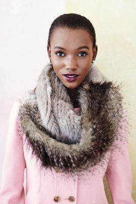 A gorgeous faux fur scarf; this looks so chic.