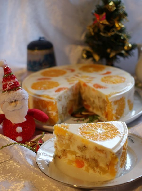 Какой же Новый год без праздничного торта! Сочный, нежный, в меру сладкийжелейный торт «Новый год» придется по вкусу всем сладкоежкам! Также его отметят и те, кто следит за фигурой, ведь этот десерт не так калориен, как, классические торты с масляным кремом…