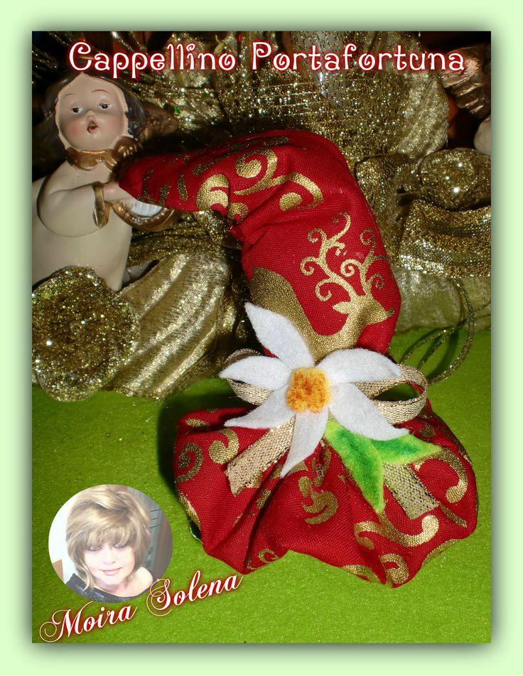 Cappellino natalizio portafortuna con cent. di euro. Realizzato su di una castagna, si puo' appendere. https://www.facebook.com/LeBamboleDiMoiraSolena/