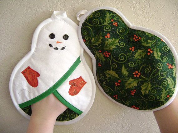 These handmade snowman potholders are a prefect gift for Christmas or any snowman enthusiast! The insulated batting and front pocket is great to