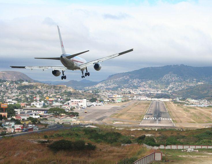 * Aeroporto Internacional Toncontín * Tegucigalpa, Honduras.