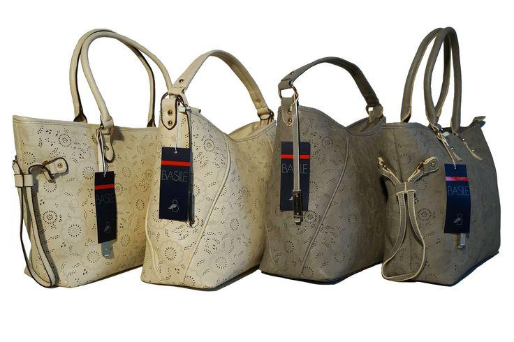 Un delicato motivo traforato è il tratto distintivo di queste splendide borse Basile, proposte in due diversi modelli in colori caldi e neutri adatti ad ogni look. Per info e acquisti visita la nostra vetrina su Amazon: http://www.amazon.it/gp/search/ref=sr_nr_p_4_3?me=AMVJO3UPU429R&fst=as%3Aoff&rh=p_4%3ABasile&ie=UTF8&qid=1434011852