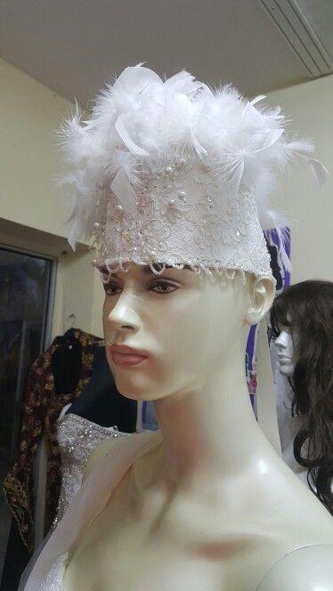 Tüylü ve işlemeli Gelin Saç Aksesuarı modelimiz.. #gelinbasi #gelinbaşı #bride #bridal #gelin #gelinsacaksesuari #gelinsaçaksesuarı #sacaksesuari #saçaksesuarı #aksesuar #tasarim #tasarım #ozeltasarim #özeltasarım #dugun #düğün #bridalaccessories #brideaccesories