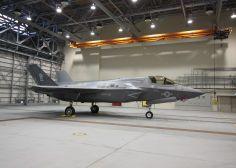 F35Bとは? 防衛省が導入検討と報道 護衛艦「いずも」で運用可能と言われるステルス戦闘機