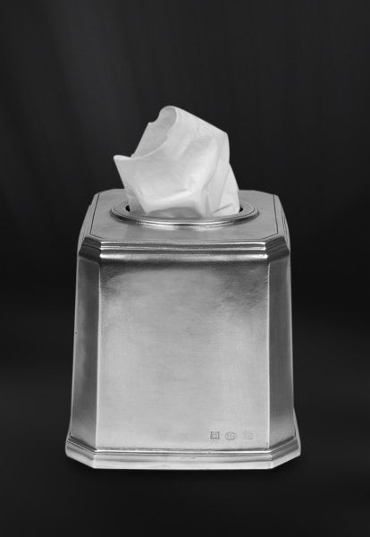 Pewter Tissue Box - Length: 14 cm (5,5″) - Width: 14 cm (5,5″) - Height: 14 cm (5,5″) - #pewter #tissue #box #kleenex #peltro #porta #fazzoletti #zinn #behälter #kosmetiktücher #étain #etain #boîte #mouchoirs #peltre #tinn #олово #оловянный #gifts #giftware #bath #bathroom #accessories #badaccessoires #accessori #bagno #home #housewares #homewares #decor #design #bottega #peltro #GT #italian #handmade #made #italy #artisans #craftsmanship #craftsman #primitive #vintage #antique