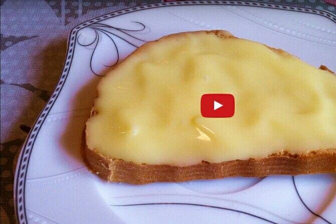 Domáci TAVENÝ SYR - 500g jemného hrudkovitého tvarohu, 1 vajce, 1 ČL sódy bikarbóny, 100g masla izbovej teploty, soľ