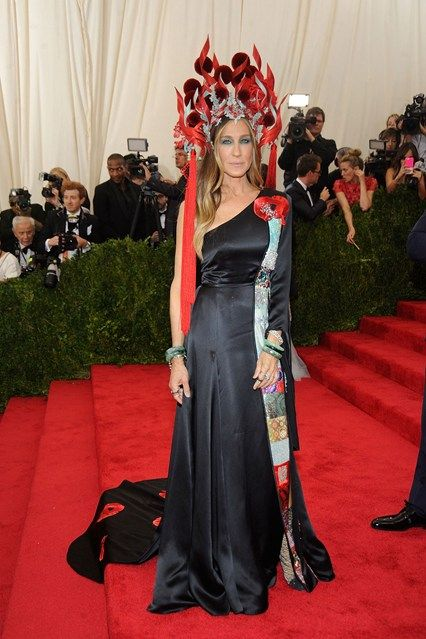 Sarah Jessica Parker in H & M dress and Philip Treacy hat