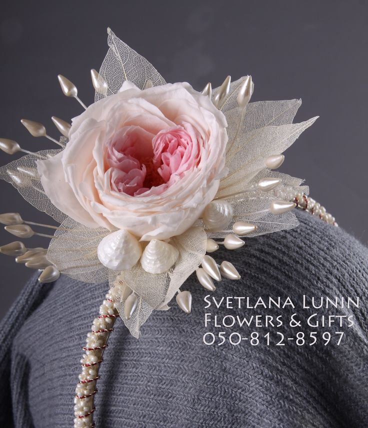 Headband from preserved flowers, shells and pearles.