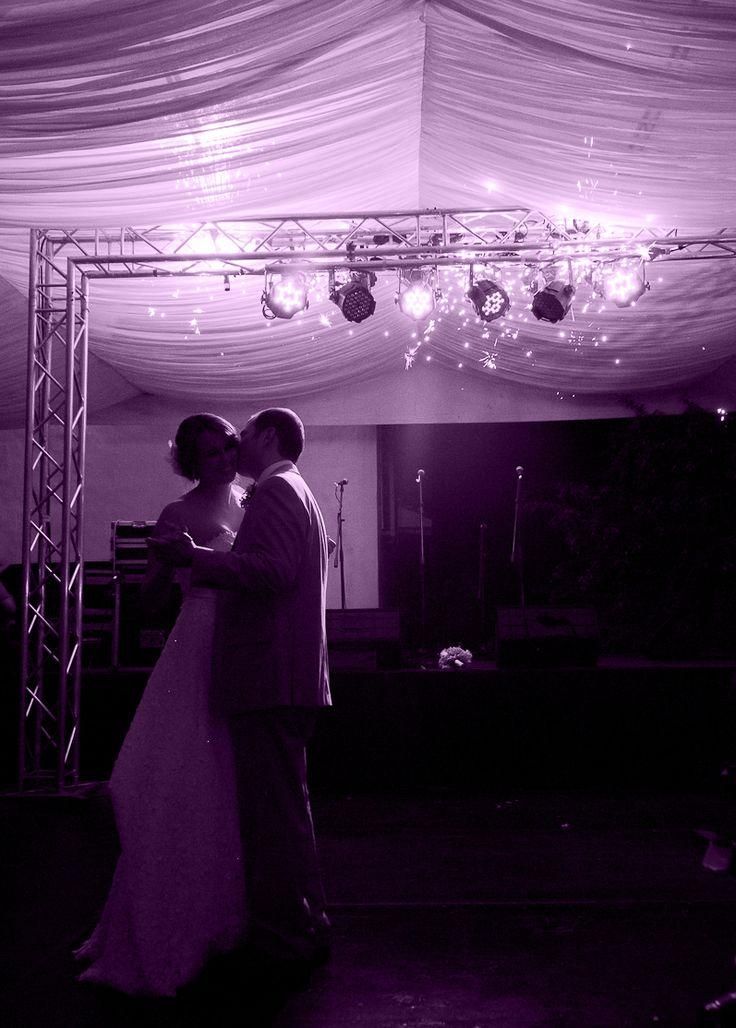 Ofreciendo todo para el mejor día de tu vida. Un mundo de posibilidades para los novios en Cali. Iluminación y efectos especiales para la boda.