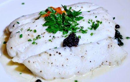 Вам потребуется:  Язык морской филе – 2 шт., крем-фреш  – 2 ст.л., петрушка – 1 ст.л., сок лайма – 1 ст.л., лук зеленый, перья – 1 пучок, м...