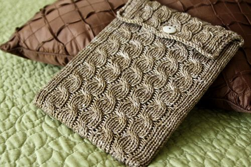 "A free knitted iPad cover pattern from the ""haramis knits"" blog. The cables give this cover a unique style and it's made with Merino wool, so it's washable!"