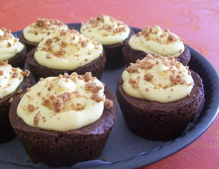 Cupcake di cioccolato fondente, caffè ed amaretti con crema al mascarpone e granella di amaretti