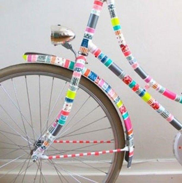 Heb je genoeg van je saaie fiets? De oplossing: pimp je fiets met tape! Resultaat: een vrolijk versierde fiets, die zeker niet standaard is!