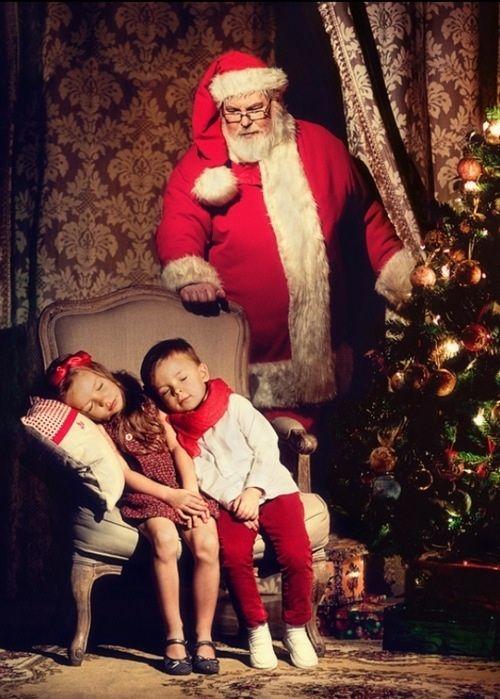 Expectativa da chegada do Papai Noel para alegrar o natal !  Envie sua carta para o site que está conectando sonhos no Natal cartinhaparaopapainoel.com.br   Shhh