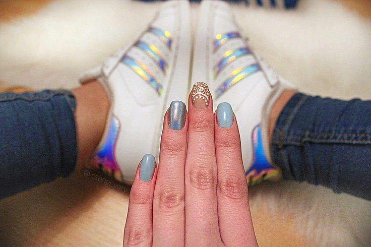 #nail #nailart #nailartist #nailstylist #dillocskanails #black  #holograph #holographicnails #whitenails #blue #bluenails #adidas #adidaslove #shine #geometricnails #crystalnails  #spring #springnails  @csengi_vary  Köszönöm a gyönyörű képet :-)
