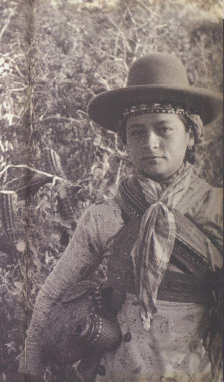 Lampião e Maria Bonita em cena do filme de Benjamin Abrahão, 1936. Coleção Pernambucano de Mello. Foto B. Abrahão, Aba-Film, Família Ferreira Nunes.