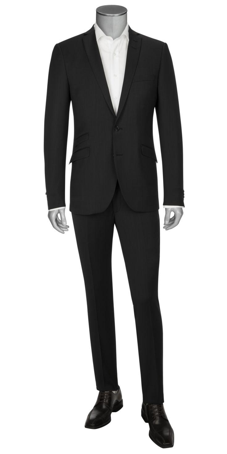 """In köpernaher, taillierter """"Slim Fit"""" Passform mit einem schmal geschnittenen Sakko und einer Hose mit schmaler werdendem Bein sorgt der Anzug für eine schlanke, klare Silhouette. Das Zwei-Knopf-Sakko zeigt ein schmales Revers und schräg gestellte Pattentaschen. Wer zu diesem Anzug Businesshemden, Einstecktücher und Krawatten in Akzentfarben kombiniert, macht alles richtig!"""