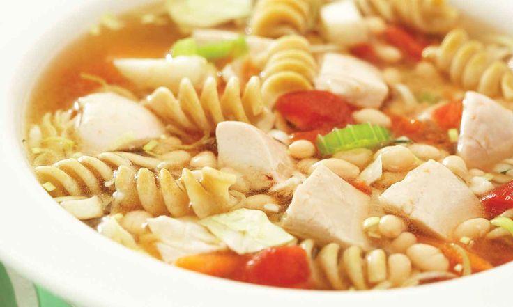 Cette soupe plein de légumes est saine et délicieuse. C'est un plat parfaitement approprié pour les journées fraîches en début d'automne. | Le Poulet du Québec