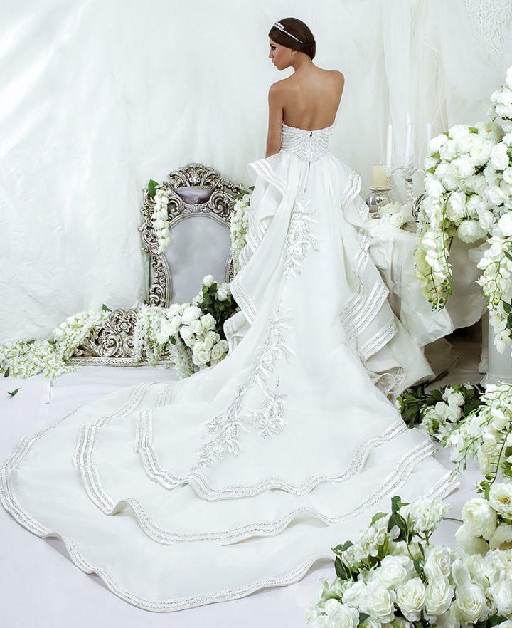 Dar Sara Wedding Dresses 2014 Collection with Glamorous Swarovski Crystals Part I: http://www.modwedding.com/2014/10/09/dar-sara-wedding-dresses-2014-collection-glamorous-swarovski-crystals-part/ #wedding #weddings #wedding_dress
