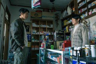 Film Korea It's Him Berkisah tentang pembunuhan adik Jang Woo (Joo Won), tapi tidak ada bukti kalau adiknya dibunuh. Untuk menemukan pembunuh adiknya, Jang Woo pergi ke dukun dan mulai mencurigai apoteker (Yu Hae Jin).