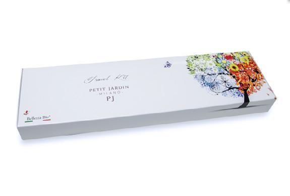 Paket produk Travel yang berisi 13 perawatan kecantikan Petit Jardin yang sepenuhnya alami dan organik, cocok untuk dibawa-bawa bagi wanita aktif  #KosmetikAlami #CariDistributor #madeinitaly