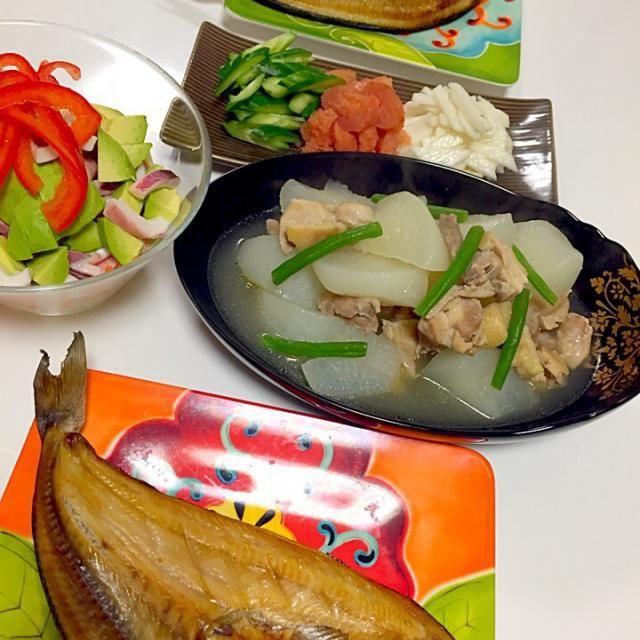 ⭐️ほっけ ⭐️大根と鶏肉の中華煮 ⭐️イカとアボカドのサラダ ⭐️ナメコと小松菜のお味噌汁 - 19件のもぐもぐ - 1月6日夕飯 by みき