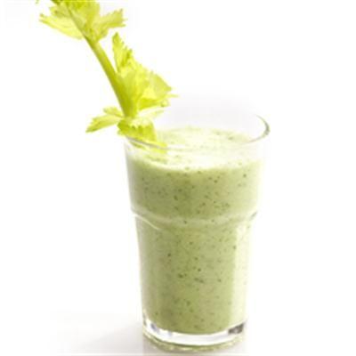 Sap van bleekselderij, komkommer & verse munt