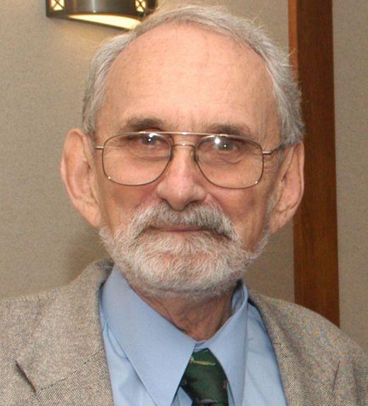 Nobel chimie 1996. Robert Floyd Curl, Jr. (23 août 1933, Texas, États-Unis) est un chimiste américain. Harold Kroto, Richard Smalley et lui sont colauréats du prix Nobel de chimie de 1996. Les recherches actuelles de Curl portent sur la chimie physique, développant des méthodes et des instruments de génotypage de l'ADN. En 1996, Harold Kroto, Richard Smalley et lui reçoivent le prix Nobel de chimie « pour leur découverte des fullerènes ».
