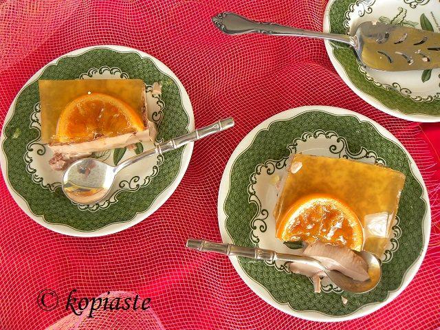 Chocolate Orange Layered Cream Dessert - This dessert is easy to make and so light and refreshing, which will please everyone.   Στα Ελληνικά:  Επιδόρπιο σε στρώσεις με Κρέμα Σοκολάτας και Ζελέ Πορτοκαλιου - Ένα πολύ εύκολο και δροσερό γλυκό, με αγνά υλικά που θα ενθουσιάσει μικρούς και μεγάλους.  http://www.kopiaste.info/?p=12626