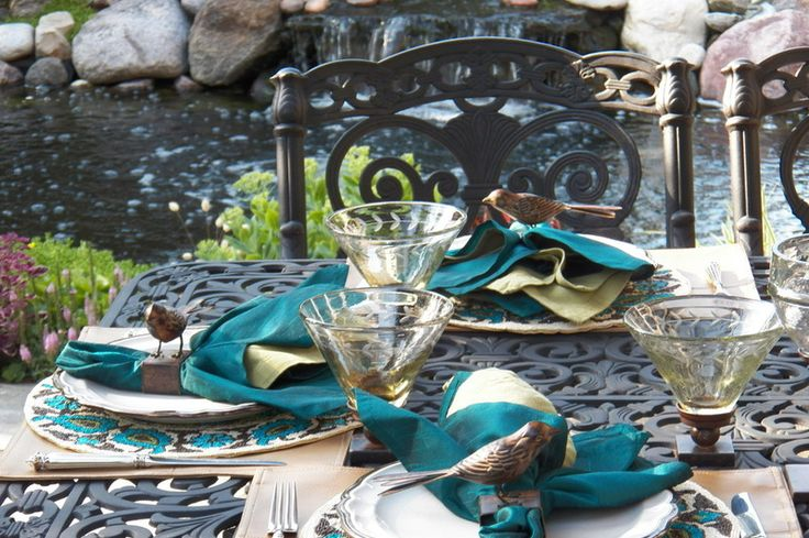 These darling napkin rings are perfect for out-door dining, when the calls of nesting birds provide nature's soundtrack for a party.